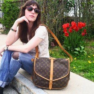 ♥️SAUMUR 35♥️ Authentic Louis Vuitton Crossbody